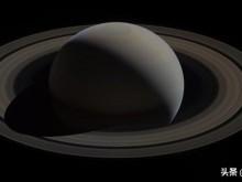 """天文学家证实土星甚至拥有更多卫星:""""往混乱中的一瞥。"""""""