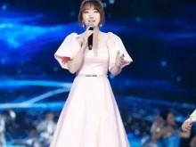 江西春晚:杨钰莹、艾热破壁混搭,当复古甜歌遇上潮流说唱